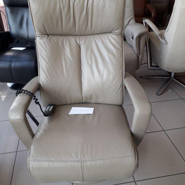 Elektromos, felállás segítő, állítható fejtámlás füthető üléssel  21/001