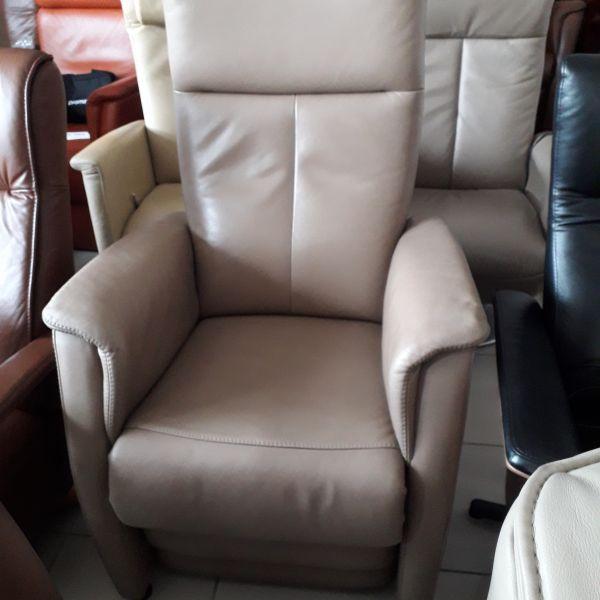 Elektromos, felállás segítő, állítható fejtámlás relax fotel taupe ( szürke) bőr 21/015